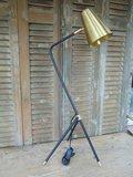 PTMD Tafel / Bureaulamp met matzwarte voet en koperen kap._