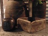 """Sober Chinees oud houten bakje """"D""""_"""