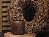 """Oude Nepalese houten bakje """"E"""", 8,5cm"""