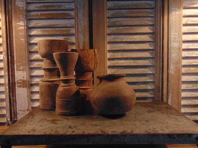 sober oud Nepalees stenen kruikje