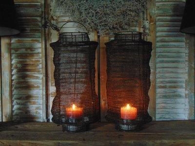 Stoere draad windlichten in brons kleur.