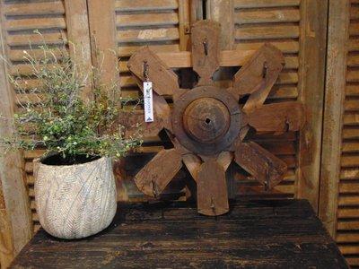Nepalees houten spinnewiel