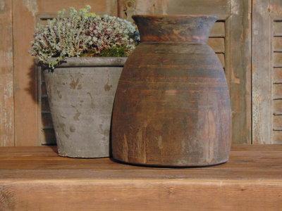 Stoere Nepalese oude houten kruik