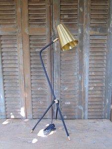 PTMD Tafel / Bureaulamp met matzwarte voet en koperen kap.