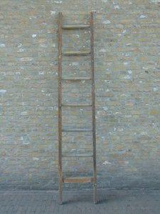 """Oude houten plukladder """"E"""""""