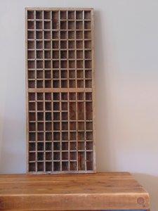 """Oude letterbak uit India van Teakhout """"A"""" 90 x 37cm"""